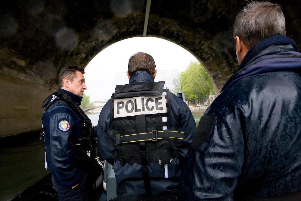 Paris, France. 27 Avril 2009..Police Fluviale de Paris..Paris, France. April 27th 2009..Paris fluvial squad..