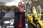 Vic Reeves with his passport. Gumball rally departure. Hyde Park corner. London. 26 April 2001. © Copyright Photograph by Dafydd Jones 66 Stockwell Park Rd. London SW9 0DA Tel 020 7733 0108 www.dafjones.com
