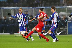 23.01.2016, Olympiastadion, Berlin, GER, 1. FBL, Hertha BSC vs FC Augsburg, 18. Runde, im Bild Fabian Lustenberger (#28, Hertha BSC Berlin), Ra?l Bobadilla (#25, FC Augsburg), Sebastian Langkamp (#15, Hertha BSC Berlin) // during the German Bundesliga 18th round match between Hertha BSC and FC Augsburg at the Olympiastadion in Berlin, Germany on 2016/01/23. EXPA Pictures © 2016, PhotoCredit: EXPA/ Eibner-Pressefoto/ Hundt<br /> <br /> *****ATTENTION - OUT of GER*****