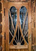 """Drzwi willi """"Pod Wykrotem."""" Meble zaprojektowane i wykonane przez Wojciecha Brzegę. Zakopane"""