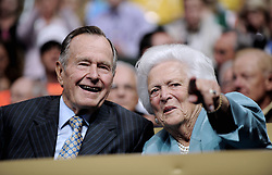 Former President George H.W. Bush and his wife, Barbara, attend the Republican National Convention at the Xcel Energy Center in Saint-Paul, MN, USA on September 2nd, 2008. Photo by Olivier Douliery/ABACAPRESS.COM  | 162490_07 Saint-Paul