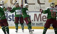 Ishockey<br /> GET-Ligaen<br /> 14.02.08<br /> Askerhallen<br /> Frisk Asker Tigers - Vålerenga VIF<br /> Cam Abbott og Mats Zuccarello Aasen jubler for 1-0 scoringen til Abbott<br /> Foto - Kasper Wikestad