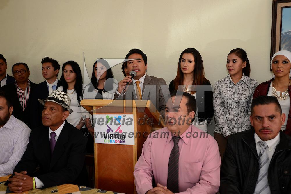 Toluca, México.- Edgar Irak Vargas Ramírez, coordinador estatal de la asociación Virtud Ciudadana anuncio en conferencia de prensa que continuará con todos sus trámites ante el IEEM para constituirse como un nuevo partido político en la entidad.  Agencia MVT / Crisanta Espinosa