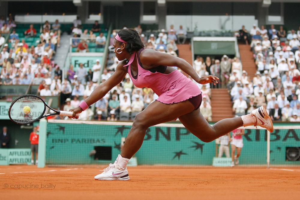 Roland Garros. Paris, France. June 5th 2007..1/4 Finals..Serena WILLIAMS against Justine HENIN.
