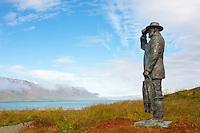 Islande, statue d un pecheur dans le fjord Skagafjordur // Iceland, fisher statue at Skagafjordur