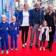 NLD/Amsterdam/20130921 - Premiere Planes, Andre Kuipers en partner Helen Conijn met kinderen
