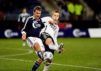 08.03.09 Fotball eliteserien (treningskamp) Stavanger stadion Viking - Rosenborg<br /> Vikings Håkon skogseid i duell med Marek Sapara