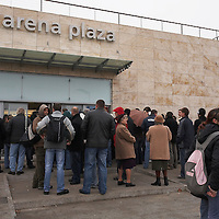 Customers stand in queue in front of shopping cetner Arena Plaza waiting the great opening in Budapest, Hungary. Wednesday, 14. November 2007. ATTILA VOLGYI