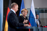 16 JAN 2009, BERLIN/GERMANY:<br /> Wladimir Putin (L), Ministerpraesident Russland, und Angela Merkel (R), Bundeskanzlerin, Pressekonferenz, Bundeskanzleramt<br /> IMAGE: 20090116-01-028<br /> KEYWORDS: Vladimir Putin