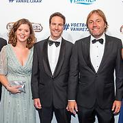 NLD/Hilversum/20190902 - Voetballer van het jaar gala 2019, Robb Wiyschge en partner Barbara van den Boogaard met familie