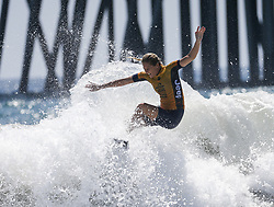 August 5, 2018 - Los Angeles, California, U.S - Stephanie Gilmore of Australia competes during the women's final in the US Open Surfing at Huntington Beach in California, the United States on August 5, 2018. Courtney Conlogue of USA won the title. (Credit Image: © Ringo Chiu via ZUMA Wire)
