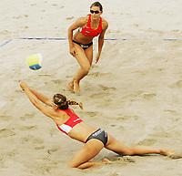 Volleyball, Sandvolleyball, World Tour Stavanger, Grand Slam, 02/07-05,<br />Vassiliki Karadassiou - Vassiliki Arvaniti (with ball), <br />Foto: Sigbjørn Andreas Hofsmo, Digitalsport