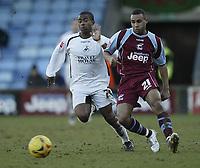 Photo: Aidan Ellis.<br /> Scunthorpe United v Swansea City. Coca Cola League 1. 18/02/2006.<br /> swansea's Leon Knight gets away from Scunthorpe's Marcus Wiliams