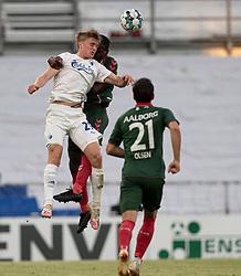 Mikkel Kaufmann (FC København) og Jores Okore (AaB) under kampen i 3F Superligaen mellem FC København og AaB den 17. juni 2020 i Telia Parken, København (Foto: Claus Birch).