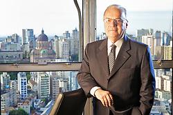 O secretário de Desenvolvimento e Promoção do Investimento, Mauro Knijnik é empresário, economista formado pela Universidade Federal do Rio Grande do Sul (UFRGS) com cursos de especialização em diversos países e técnico aposentado do Banco Regional de Desenvolvimento do Extremo Sul (BRDE), instituição da qual foi vice-presidente.