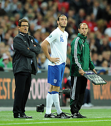 06.09.2011, Wembley Stadium, London, GBR, UEFA EURO 2012, Qualifikation, England vs Wales, im Bild England's Andy Carroll waits to enter the field as a substitute as manager Fabio Capello looks on during the UEFA Euro 2012 Qualifying Group G match at Wembley Stadium on 6/9/2011. EXPA Pictures © 2011, PhotoCredit: EXPA/ Propaganda Photo/ Chris Brunskill +++++ ATTENTION - OUT OF ENGLAND/GBR+++++