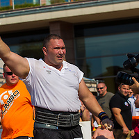 Akos Nagy of Hungary competes in viking press during the Giants Live Strongman Competition in Budapest, Hungary on June 17, 2012. ATTILA VOLGYI