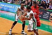 DESCRIZIONE : Siena Lega A 2008-09 Playoff Finale Gara 2 Montepaschi Siena Armani Jeans Milano<br /> GIOCATORE : Terrell Mc Intyre<br /> SQUADRA : Montepaschi Siena<br /> EVENTO : Campionato Lega A 2008-2009 <br /> GARA : Montepaschi Siena Armani Jeans Milano<br /> DATA : 12/06/2009<br /> CATEGORIA : blocco<br /> SPORT : Pallacanestro <br /> AUTORE : Agenzia Ciamillo-Castoria/G.Ciamillo
