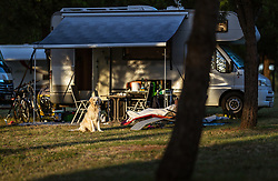 THEMENBILD - ein Hund, Campingutensilien vor einem Zelt mit einem Wohnmobil, aufgenommen am 26. Juni 2018 in Pula, Kroatien // a Dog sits infront of Camping equipment in front of a tent with a camper, Pula, Croatia on 2018/06/26. EXPA Pictures © 2018, PhotoCredit: EXPA/ JFK