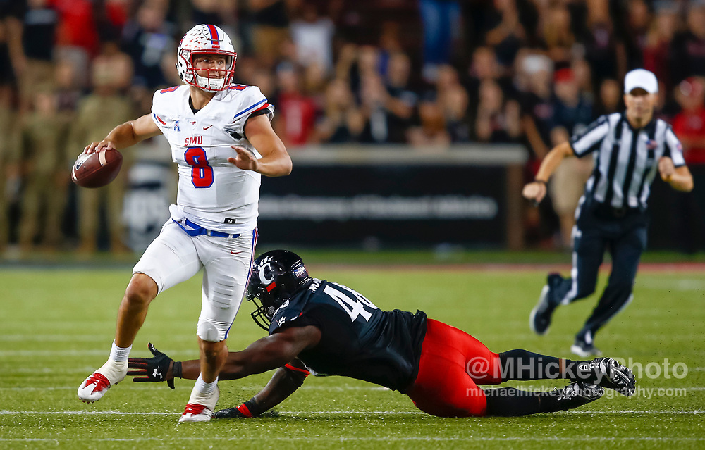 CINCINNATI, OH - OCTOBER 21: Ben Hicks #8 of the Southern Methodist Mustangs scrambles out of the pocket during the game against the Southern Methodist Mustangs at Nippert Stadium on October 21, 2017 in Cincinnati, Ohio. (Photo by Michael Hickey/Getty Images) *** Local Caption *** Ben Hicks