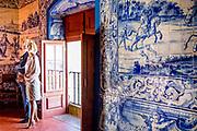 Staatsbezoek van Koning Willem Alexander en Koningin Máxima, aan de Portugese Republiek.<br /> <br /> Statevisit of King Willem Alexander and Queen Maxima to the republic of Portugal<br /> <br /> Op de foto / On the photo:  Bezoek aan Palácio da Vila, Sintra. Ooit was dit paleis in Sintra het zomerpaleis van de Portugese vorsten /// Visit to Palácio da Vila, Sintra. Ever this palace in Sintra was the summer palace of the Portuguese princes