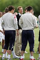 Photo: Paul Thomas.<br /> England Training Session. 01/06/2006.<br /> <br /> Prince William meets the England team.