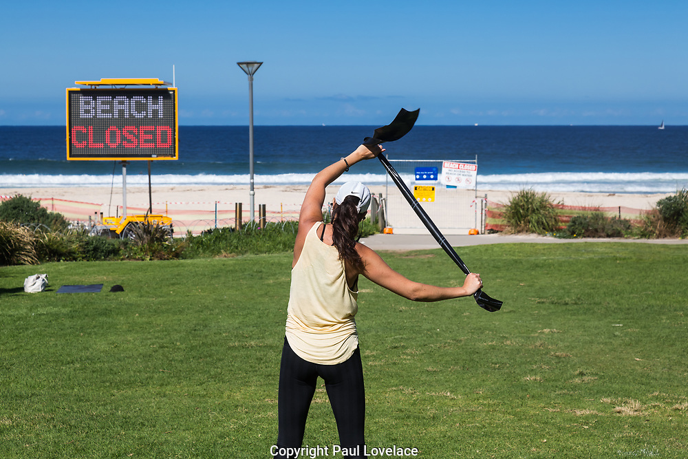 Sydney, Australia. Saturday 18th April 2020.Tamarama Beach in Sydney's eastern suburbs closed due to the Coronavirus Pandemic. From yesterday Tamarama beach was reopened for swimming and surfing. A local exercises opposite Tamarama Beach.