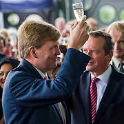 Amsterdam, 19 september 2013. Zijne Majesteit Koning Willem Alexander heeft vandaag het nieuwe paleis van justitie op het IJdok in Amsterdam geopend. Het nieuwe complex ligt op een kunstmatig aangelegd schiereiland in het IJ en in dit complex zijn het Gerechtshof Amsterdam en delen van het Openbaar Ministerie gevestigd.