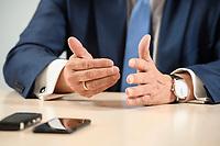 31 MAY 2021, BERLIN/GERMANY:<br /> Haende von Armin Laschet, CDU, Ministerpraesident Nordrhein-Westfalen und CDU Bundesvorsitzender, waehrend einem Interview, Landesvertretung NRW<br /> IMAGE: 20210531-01-016<br /> KEYWORDS: Hände, Hand