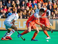 ROTTERDAM - Thierry Brinkman (NED) met Marc Serrahima (Spain)   tijdens   de Pro League hockeywedstrijd heren, Nederland-Spanje (4-0) . COPYRIGHT KOEN SUYK