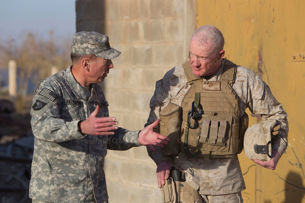 Mcc0027461 . Daily Telegraph..General David Petreus , Commanding General of ISAF , talking with USMC Maj Gen Richard Mills during their visit to FOB Shahzad where the 3 Para Battlegroup are based in the northern Nad e Ali district of Helmand Province...Helmand 29 November 2010