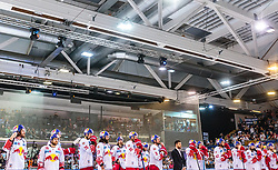 20.04.2018, Eisarena, Salzburg, AUT, EBEL, EC Red Bull Salzburg vs HCB Suedtirol Alperia, Finale, 7. Spiel, im Bild enttäuschte Salzburger // during the Erste Bank Icehockey 7th final match between EC Red Bull Salzburg and HCB Suedtirol Alperia at the Eisarena in Salzburg, Italy on 2018/04/20. EXPA Pictures © 2018, PhotoCredit: EXPA/ JFK