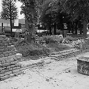 Muur om de Oude Kerk Huizen gerestaureerd