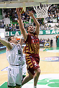 DESCRIZIONE : Siena Lega A 2013-14 Montepaschi Siena Umana Venezia<br /> GIOCATORE : rosselli guido<br /> CATEGORIA : tiro sottomano<br /> SQUADRA : Umana Venezia<br /> EVENTO : Campionato Lega A 2013-2014<br /> GARA : Montepaschi Siena Umana Venezia<br /> DATA : 11/11/2013<br /> SPORT : Pallacanestro <br /> AUTORE : Agenzia Ciamillo-Castoria/GiulioCiamillo<br /> Galleria : Lega Basket A 2013-2014  <br /> Fotonotizia : Siena Lega A 2013-14 Montepaschi Siena Umana Venezia<br /> Predefinita :