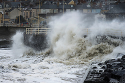 © London News Pictures. 01/02/2016. Aberystwyth, UK. <br /> Storm Henry, the eighth named storm of the 2015/16 winter, batters the coast and sea defences at Aberystwyth in Wales.  Yellow and Amber severe weather warnings are in place for much of northern England and Scotland. Photo credit: Keith Morris/LNP