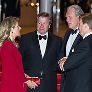 LUX/Luxemburg/20180524 - Staatsbezoek Luxemburg dag 2, Koningin Maxima en Koning Willem Alexander in gesprek met de ambassadeur Han-Maurits Schaapveld en zijn partner