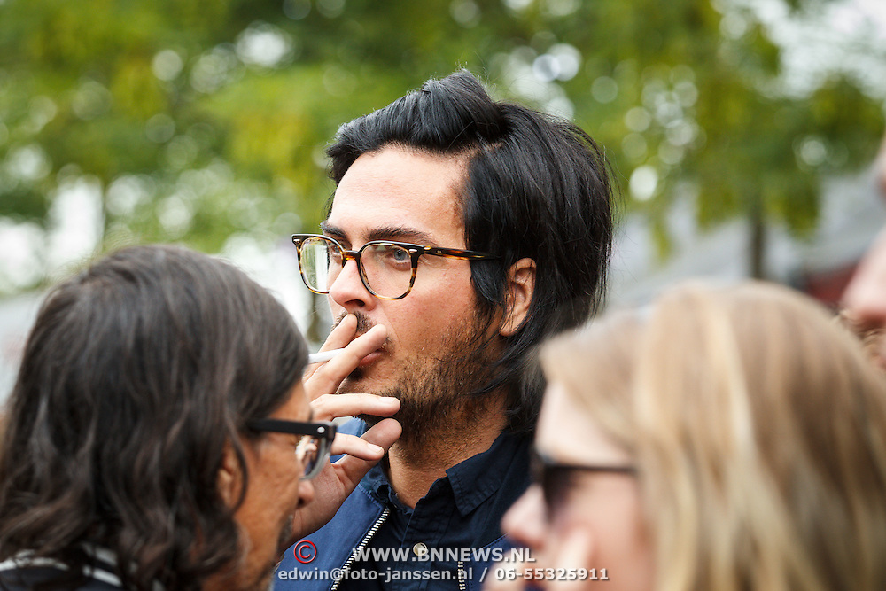 NLD/Amsterdam/20150713 - AFW2015 Summer, Modeshow  Maria Clè Leal, Thijs Willekes rokend