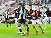 Football - 2021 / 2022 Premier League - Newcastle United vs West Ham United - St James Park - Sunday 15th August 2021<br /> <br /> Allan Saint-Maximin of Newcastle United vies with Declan Rice of West Ham<br /> <br /> Credit: COLORSPORT/Bruce White
