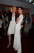 Jade Parfait and Erin O'Connor . Glamour Women Of The Year Awards 2005, Berkeley Square, London.  June 7 2005. ONE TIME USE ONLY - DO NOT ARCHIVE  © Copyright Photograph by Dafydd Jones 66 Stockwell Park Rd. London SW9 0DA Tel 020 7733 0108 www.dafjones.com
