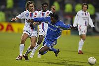 Fotball<br /> Frankrike 2004/05<br /> Lyon v Auxerre<br /> 27. november 2004<br /> Foto: Digitalsport<br /> NORWAY ONLY<br /> BENJANI MWARUWARI (AUX) / JEREMY BERTHOD (LYON)