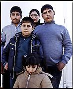 Taghrid Alkanesi, 35 anni. Cinque figli: Iawfeq (13 anni), Sam (12), Suman (9),  Sidre (4). Iraq. Campo di transito di Gevgelija, Macedonia.