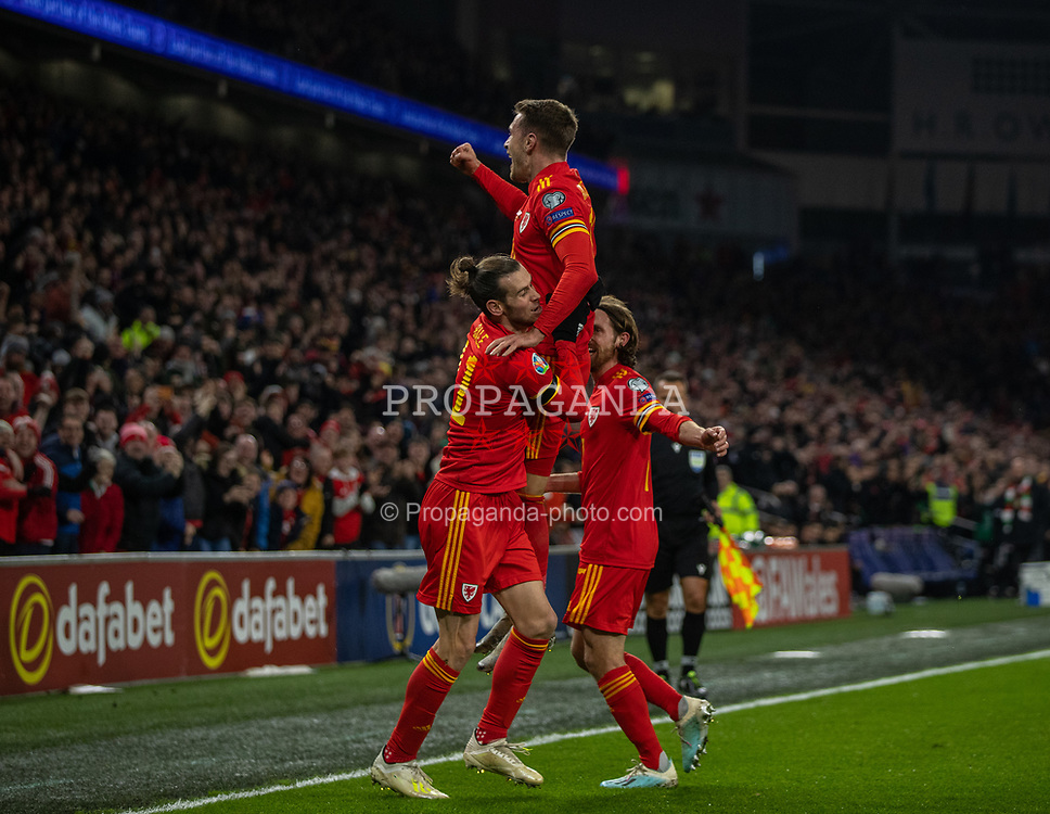 CARDIFF, WALES - Tuesday, November 19, 2019: Wales' Aaron Ramsey (C) celebrates scoring the first goal with a header during the final UEFA Euro 2020 Qualifying Group E match between Wales and Hungary at the Cardiff City Stadium. (Pic by David Rawcliffe/Propaganda)