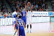DESCRIZIONE : Varese Lega A 2013-14 Cimberio Varese Acqua Vitasnella Cantu<br /> GIOCATORE : Ebi Ere<br /> CATEGORIA : Tiro Three Points<br /> SQUADRA : Cimberio Varese<br /> EVENTO : Campionato Lega A 2013-2014<br /> GARA : Cimberio Varese Acqua Vitasnella Cantu<br /> DATA : 15/12/2013<br /> SPORT : Pallacanestro <br /> AUTORE : Agenzia Ciamillo-Castoria/G.Cottini<br /> Galleria : Lega Basket A 2013-2014  <br /> Fotonotizia : Varese Lega A 2013-14 Cimberio Varese Acqua Vitasnella Cantu<br /> Predefinita :