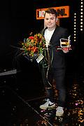 Officiele lancering van 100% NL TV in club Ziggo, Amsterdam.<br /> <br /> Op de foto:  Roel van Velzen met een 100% NL beste videoclip TV Award