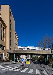 THEMENBILD - In Österreich gibt es erstmals zwei bestätigte Coronavirus-Fälle. Die beiden 24-Jährigen befinden sich vorerst in der Innsbrucker Klinik in Isolation. Hier im Bild: Gebäude der Universitätsklinik Innsbruck, Einfahrt Schöpfstrasse, aufgenommen am Mittwoch, 26. Februar 2020 // There are two confirmed coronavirus cases in Austria for the first time. The two 24-year-olds are initially in isolation in the Innsbruck clinic. Here in the picture: Building of the University Clinic Innsbruck, entrance Schöpfstrasse. Wednesday, February 26, 2020. EXPA Pictures © 2020, PhotoCredit: EXPA/ Johann Groder