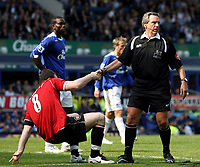 Photo: Paul Thomas.<br /> Everton v Manchester United. The Barclays Premiership. 28/04/2007.<br /> <br /> Wayne Rooney (L) of Utd is helped up by referee Alan Wiley.