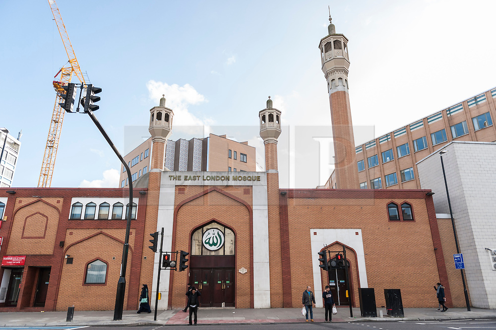 """© Licensed to London News Pictures. 07/02/2016. London, UK.  The East London Mosque & London Muslim Centre, in the heart of Tower Hamlets, and home to the UK's largest Muslim community, opens its doors as part of """"Visit My Mosque Day"""", a national initiative facilitated by the Muslim Council of Britain, where mosques across the UK organise open days to allow the British public to see what goes on in a mosque and to understand its role in Muslim life.  The aims are """"to reduce the 'unknown' or 'fear' factor for members of the British public with their local mosque and Muslim communities"""". Photo credit : Stephen Chung/LNP"""