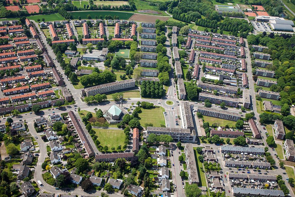 Nederland, Limburg, Maastricht, 27-05-2013; Pottenberg, wijk in Maastricht-West. De parochiewijk is ruim opgezet en kent verschillend woningtypes. Middelpunt van de wijk uit de wederopbouwperiode is het Terra Cottaplein met Christus'Hemelvaart kerk (met koperoxide-kleurig dak).<br /> Reconstruction area: parish district in Maastricht is spacious and has various housing types, church central in the district (copper oxide colored roof)<br /> luchtfoto (toeslag op standard tarieven)<br /> aerial photo (additional fee required)<br /> copyright foto/photo Siebe Swart.