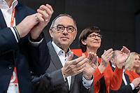 06 DEC 2019, BERLIN/GERMANY:<br /> Norbert Walter-Borjans (R), SPD, Minister a.D., Kandidat fur das Amt des Parteivorsitzenden, Saskia Esken (L), MdB, SPD, Kandidatin fuer das Amt der Parteivorsitzenden, SPD Bundesprateitag, CityCube<br /> IMAGE: 20191206-01-005<br /> KEYYWORDS: Party Congress, Parteitag, klatschen, applaudieren, Applaus