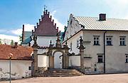 Brama wejściowa do kościoła przy opactwie Cystersów, Szczyrzyc, Polska<br /> Entrance gate to the church at the Cistercian abbey, Szczyrzyc, Poland